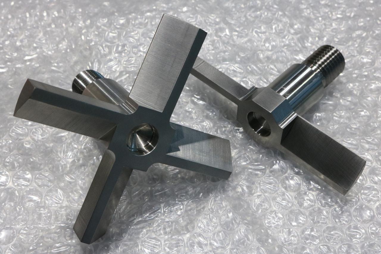 材質:SUS304<br>サイズ:φ115mm x 83mm<br>旋盤加工品(外注)の機械加工