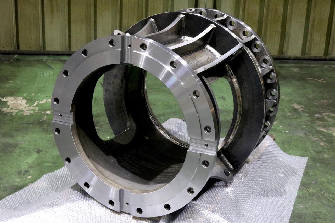 材質:SS400<br>サイズ:φ785mm x 715mm<br>溶接構造支給品の旋盤加工(外注)及び機械加工