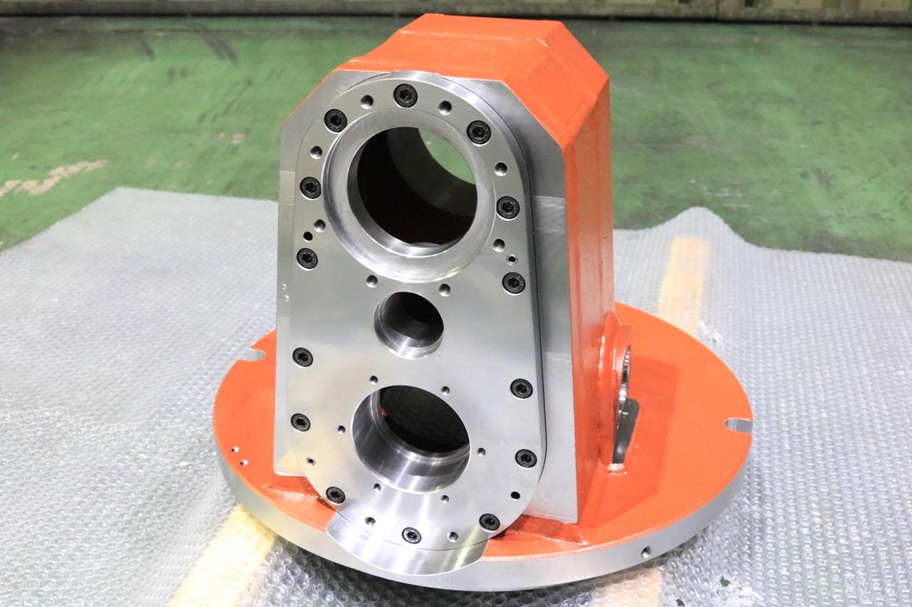材質:SS400<br>サイズ:φ440mm x 350mm<br>溶接構造支給品の機械加工