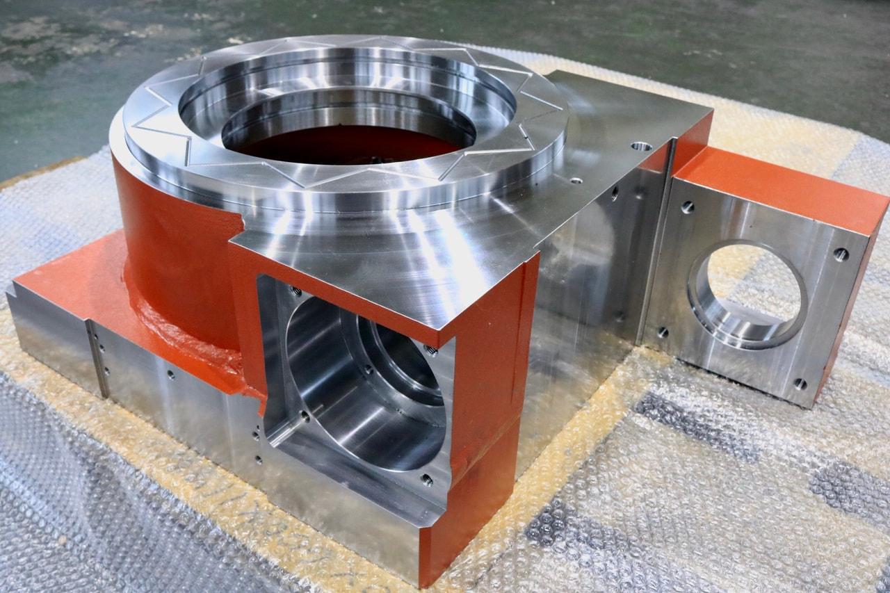 材質:SS400<br>サイズ:680mm x 480mm x 245mm<br>溶接構造支給品の機械加工