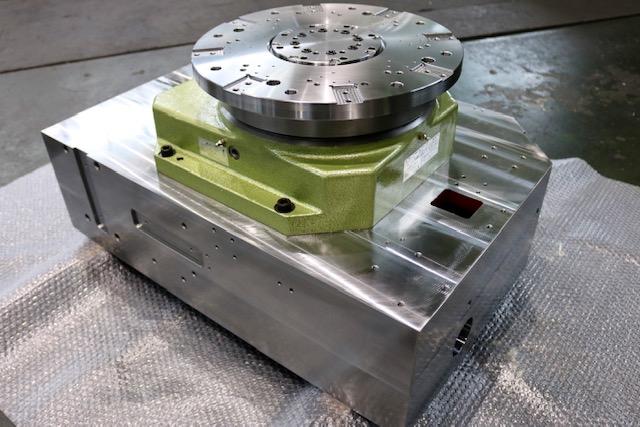 材質:SS400<br>サイズ:770mm x 530mm x 400mm<br>旋盤/溶接構造支給品の機械加工(組付まで)